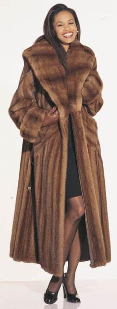 Mink Fur, Mink Coats, Long Fur Coat, Winter Fur Coats, Fabulous Furs, Cold Weather Outfits, Great Women, Autumn Fashion, Stay Warm