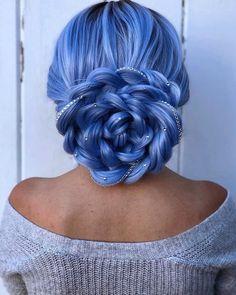 Cabelo colorido ter ou não ter, eis a questão? - Blog Tattoo2me Cute Hair Colors, Pretty Hair Color, Hair Dye Colors, Periwinkle Hair, Blue Hair, Aesthetic Hair, Hair Designs, Gorgeous Hair, Pretty Hairstyles