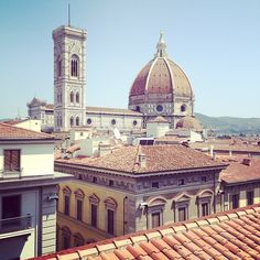 Walking tours of Florence, with included sites of the beautiful Piazza della Signoria, the Duomo, Ponte Vecchio, Piazza Santa Croce, the Accademia museum and more!