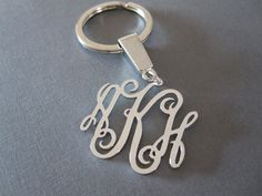 This listing is for a monogram keychain with your choice of 3 initials in white gold plated over brass. The pendant is about 3 cm (1.2 inches) wide