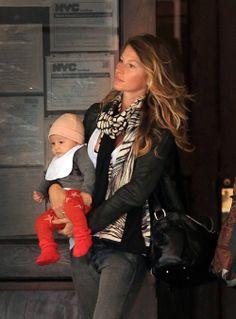 Gisele Bündchen with her little baby Vivian, who is wearing BOBO CHOSES leggings!