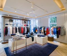 New Tommy Hilfiger Amsterdam Store by rpa:group Boutique Tommy Hilfiger, Tommy Hilfiger Store, Tommy Hilfiger Fashion, Clothing Store Interior, Clothing Store Design, Tommy Store, Amsterdam, Interior Design Layout, Retail Store Design