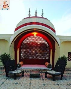 Castle Mandawa: One of the optimum Heritage and Luxury destinations to experience the beauty of Rajasthan. Enjoy your vacation with our Royal Treatment! Terrace Garden Design, Balcony Design, Village House Design, Village Houses, Mughal Architecture, Ancient Architecture, Traditional House Plans, Traditional Exterior, Ethnic Home Decor