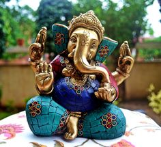 Where to place a ganesha statue? Check out this useful information and tips about a ganesha statue and where to place it. Lord Ganesha, Sri Ganesh, Lord Shiva, Ganesha Pictures, Ganesh Images, Om Gam Ganapataye Namaha, Ganesh Statue, Ganpati Bappa, Hindu Deities