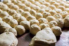 Sådan synes designer Annie Sandholm, at småkager kan blive til en gave. Home Bakery, Bread Bun, Dough Recipe, Food Hacks, Food Tips, Good Advice, Recipies, Food And Drink, Health Fitness