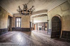 """Pałac zwany """"Nowym Zamkiem"""" w Lubniewicach powstał w latach 1909-1911. Wzniesiono go dla Carla Friedricha Ernsta Edwarda von Waldow-Reitzenstein. W 2013 roku pałace kupiła książęca para Jan Lubomirski-Lanckoroński i Dominika Kulczyk-Lubomirska."""