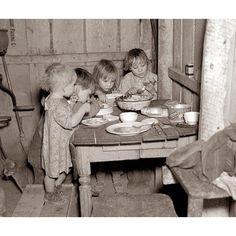 Χριστουγεννιάτικο δείπνο με λάχανα και κρεμμύδια κατά την περίοδο του μεγάλου κραχ.