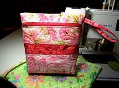 May Your Bobbin Always Be Full: Quilted Zipper Bag......Tutorial