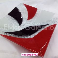 Elvica Galeano » Novedades 2016 Fused Glass Plates, Fused Glass Art, Glass Dishes, Glass Vase, Christmas Bowl, Glass Fusing Projects, Square Plates, Stained Glass Patterns, Small Plates