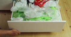 Nach jedem Einkauf häufen sich die Plastiktüten. Doch mit diesem genialen Trick wirst du endlich Herr der Lage.