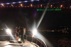 Teknede evlenme teklifi organizasyonu ile sürpriz organizasyonlar düzenliyor, belkide çiftlerin hayatının en mutlu ve heyecanlı anlarına şahitlik ediyoruz. Süre sınırlaması olmadan özel tekne ve yat kiralama hizmetini 12 ay boyunca kesintisiz olarak veriyoruz. Yemekli, yemeksiz hizmet alma imkanı sunuyoruz. www.teknedeevlenmeteklifi.com