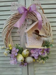 Wiosenny wianek - przyjemna wiosenna dekoracja. Egg Crafts, Diy And Crafts, White Wreath, Wreath Crafts, Easter Wreaths, Woodworking Shop, Grapevine Wreath, Miniatures, Spring