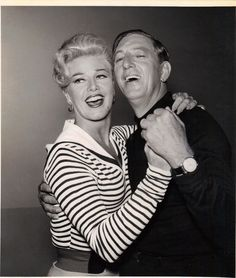 Ginger Rogers and Ray Bolger on The Ginger Rogers Show October 1958 The Ritz Brothers were also featured on the show Jack Haley, Ray Bolger, A Fine Romance, Fred And Ginger, Ginger Rogers, Fred Astaire, Old Hollywood, Dancers, Comedians