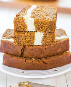 ngredients  Bread:  1½ cups 100% pure pumpkin puree  ½ cup unsweetened applesauce  1 egg   3 egg whites  15.25-ounce box Betty Crocker® Super Moist Spice Cake Mix (dry mix only)  3 tablespoons dark brown sugar  1 teaspoon baking soda  ½ teaspoon cinnamon  ½ teaspoon