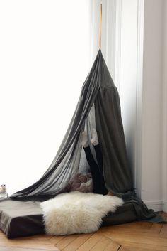 10 awesome tent design ideas for kids room - My Cosy Retreat Diy Tipi, Casa Kids, Montessori Bed, Creative Kids Rooms, Deco Kids, Tent Design, Cool Tents, Kids Corner, Cozy Corner