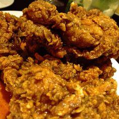 Buffalo wings at Bugsy's. Incredible Edibles, Buffalo Wings, Chicken Wings, The Incredibles, Meat, Food, Essen, Meals, Yemek