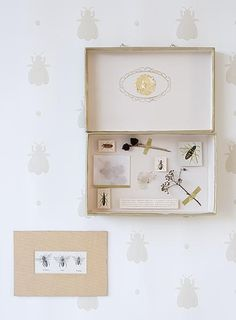 Mail inspiration: send a mini-museum. Tutorial in Dutch by Ariadne at Home.