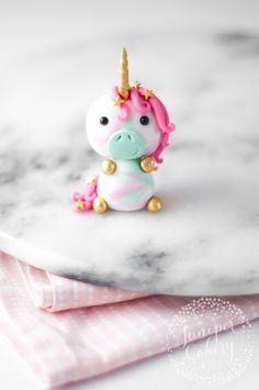 Adorable little unicorn cupcake topper tutorial from Juniper Cakery