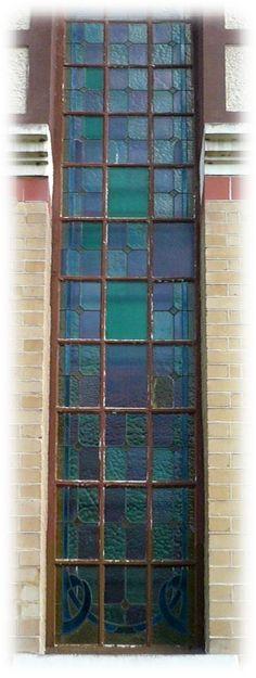 Une porte très ancienne, la peinture très ancienne aussi