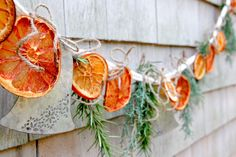 Created from fresh orange slices, dried herbs and greenery, this European-inspired, rustic citrus and herb garland is sure to captivate the senses. Natural Christmas, Rustic Christmas, Simple Christmas, Winter Christmas, Christmas Oranges, Spanish Christmas, Christmas Bedroom, Magical Christmas, Primitive Christmas