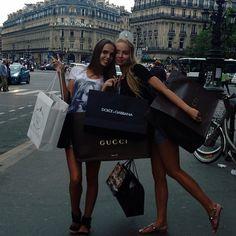 De compras con mis amigas en Europa!