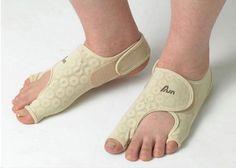 [Bio-ceramic material Overpowering Smell] Set of 2 Premium Medical Toe Bunion Day Night Straightener Corrector Stretcher Spreader Alignment Big Toe Little Toe Separator Shoes Pain Relief Support Apparatus for Equinovarus Hallux Valgus Straight Correction Slim Type MADE IN KOREA Beauskin,http://www.amazon.com/dp/B00IEZ6AXE/ref=cm_sw_r_pi_dp_DPLjtb0CGAPMV2TT