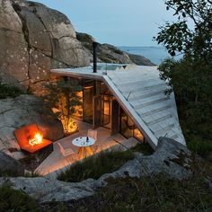 Unique Cabin Built Among The Rocky Coast of Norway #tinyhome #instagood #beautiful #instadaily #nature #cabin #modern #design #lifestyle #home #inspiration #architecture #building #architecturelovers #vsco #vscoedit #interior #dwell #woods #forest #geometric #architectureporn #igers
