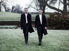 "HURTS Perform Unplugged Version ""Some Kind of Heaven"" on Antenne 1 / イギリスのシンセポップ・デュオHURTSがドイツのラジオ番組「Antenne 1」に出演し、アコースティックバージョンの「Some Kind of Heaven」をパフォーマンスした。"