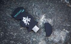 Als Ninja Tune in den 90er Jahren geboren wurde, schrieben PUMA Athleten auf den Laufbahnen dieser Welt Geschichte – mit der Trinomic Technologie. 1990 brachte PUMA das Dämpfungssystem auf den Markt und revolutionierte damit die Laufwelt. Als Running-Schuh für unebene Böden konzipiert, boten die in der Sohle eingearbeiteten Wabenkissen verbesserte Dämpfungseigenschaften beim Laufen. PUMA entwickelte …