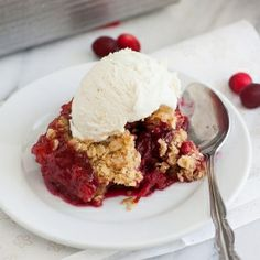 Cranberry-Almond Crunch: sweet and tart cranberry filling with a crunchy brown sugar-oat topping.  Simple and delicious!