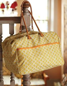 Diy Sewing Projects One Hour Sewing Project: The Weekend Bag (Free Sewing Pattern) - Nothing beats a weekend away — it's time to relax and recharge. This over-sized satchel is large enough to stow a few extras just in case you decide to . Purse Patterns, Sewing Patterns Free, Free Sewing, Pattern Sewing, Duffle Bag Patterns, Sewing Diy, Crochet Patterns, Sewing Basics, Sewing Hacks