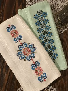 Hand Embroidery Design Patterns, Cross Stitch Patterns, Coin Couture, Palestinian Embroidery, Floral Tie, Diy And Crafts, Weaving, Accessories, Cross Stitch Bookmarks