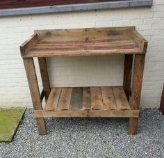 Zelfgemaakte oppottafel van eiken pallethout Outdoor Sinks, Outdoor Tables, Diy Garden Projects, Garden Landscaping, Wood Crafts, Pergola, Woodworking, Backyard, Shelves