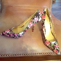 "Floral print pump Sweet floral pump,3"" heel✨✨ Joe Fresh Shoes Heels"