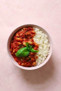 Seiran SinjariInstagram: @legallyplantbased | legallyplantbased.comStockholm, SwedenServes 4Gluten-free Oil-freeINGREDIENTS 18 oz cooked cannellini beans Bean Stew, Saute Onions, White Beans, Plant Based Recipes, Tomato Sauce, Food Hacks, Vegetables, Cooking, Healthy