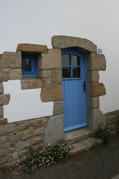 Old seaman's house | Porte d'une vieille demeuree de maitre de chasse-marée à Locmariaquer, Morbihan. Brittany