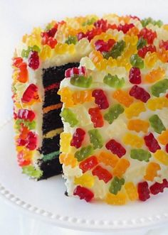 Probably THE most perfect cake I could make for Daniel on… Gummy Bear Layer Cake! Probably THE most perfect cake I could make for Daniel on his birthday next year. Yummy Treats, Sweet Treats, Yummy Food, Sweet Cookies, Yummy Yummy, Sugar Cookies, Just Desserts, Dessert Recipes, Cake Recipes