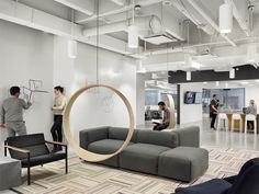 Wooden circle swing model acts as a contemporary rocking chair - Houses interior designs Modern Office Design, Workplace Design, Office Interior Design, Office Interiors, Office Designs, Office Ideas, Commercial Design, Commercial Interiors, Sala Vip