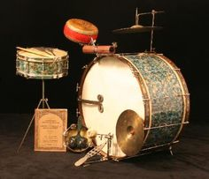 "An old kit from 1929, made by Ludwig and Ludwig. Fabulous drum head painting and a beautiful finish called ""Peacock Pearl"". Red Chinese tack head tom tom."