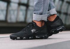 3836e4eaa19ba Nike Air Vapormax Triple Black Unisex Trainers All Sizes