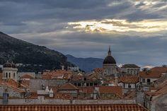 Dubrovnik für Frühaufsteher - Reisetipp Dubrovnik, Croatia, Mount Everest, Paris Skyline, Travel Tips, Mountains, Nature, Sunrise, Old Town