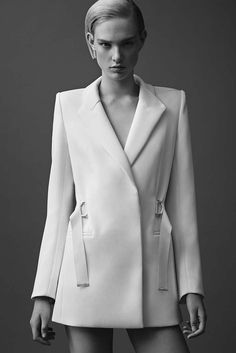 See the complete Mugler Resort 2015 collection. The complete Mugler Resort 2015 fashion show now on Vogue Runway. Coco Chanel Moda, Mode Chanel, Fashion Week, Runway Fashion, Fashion Show, Fashion Outfits, Fashion 2015, Stylish Outfits, Fashion Tips