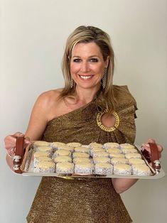 Jarige Máxima maakt Argentijnse koekjes en deelt recept - Blauw Bloed Dutch Recipes, Sweet Recipes, Baking Recipes, Cookie Recipes, Limoncello, Baking Bad, Biscuits, Mother Recipe, Kolaci I Torte