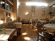 Bazaar Restaurant  Madrid con sillas Navy http://www.decoratualma.com/es/sillas/330-replica-navy-chair.html
