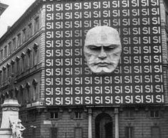 The headquarters of Benito Mussolini's National Fascist Party in Rome, Historical Photos from Points of View you've Never Seen Before Rms Titanic, Architecture Design, Manfred Von Richthofen, New York Central Railroad, Woolworth Building, Bizarre Photos, Rare Historical Photos, Story Of The World, Ancestry