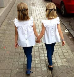 Twin girls - only if they want to dress alike Little Girl Fashion, Toddler Fashion, Kids Fashion, Fashion Hair, Cute Outfits For Kids, Cute Kids, Moda Junior, Toddler Girl, Baby Kids