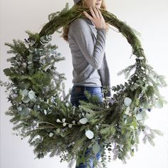 Advent Day 10 Contemporary Christmas Gorgeous asymmetrical fresh foliage wreath inspiration to make. Natural Christmas, Noel Christmas, Green Christmas, Winter Christmas, All Things Christmas, Christmas 2019, Christmas Wreaths, Christmas Crafts, Winter Wreaths