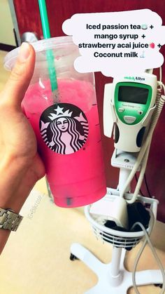 Discover recipes, home ideas, style inspiration and other ideas to try. Starbucks Diy, Bebidas Do Starbucks, Healthy Starbucks Drinks, Starbucks Secret Menu Drinks, How To Order Starbucks, Healthy Drinks, Frappuccino, Smoothie Drinks, Smoothie Recipes
