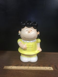 www.M37Auction.com: Set of Four Peanuts Cookie Jars by Benjamin and Medwin - Charlie Brown, Snoopy, Woodstock and Lucy