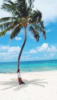 The Cove Atlantis Resort, New Providence, The Bahamas — by Alfred Perlleshi Bahamas Trip, Bahamas Beach, Atlantis Bahamas, New Providence Bahamas, Central America, North America, Coving, Kaftans, Caribbean Sea